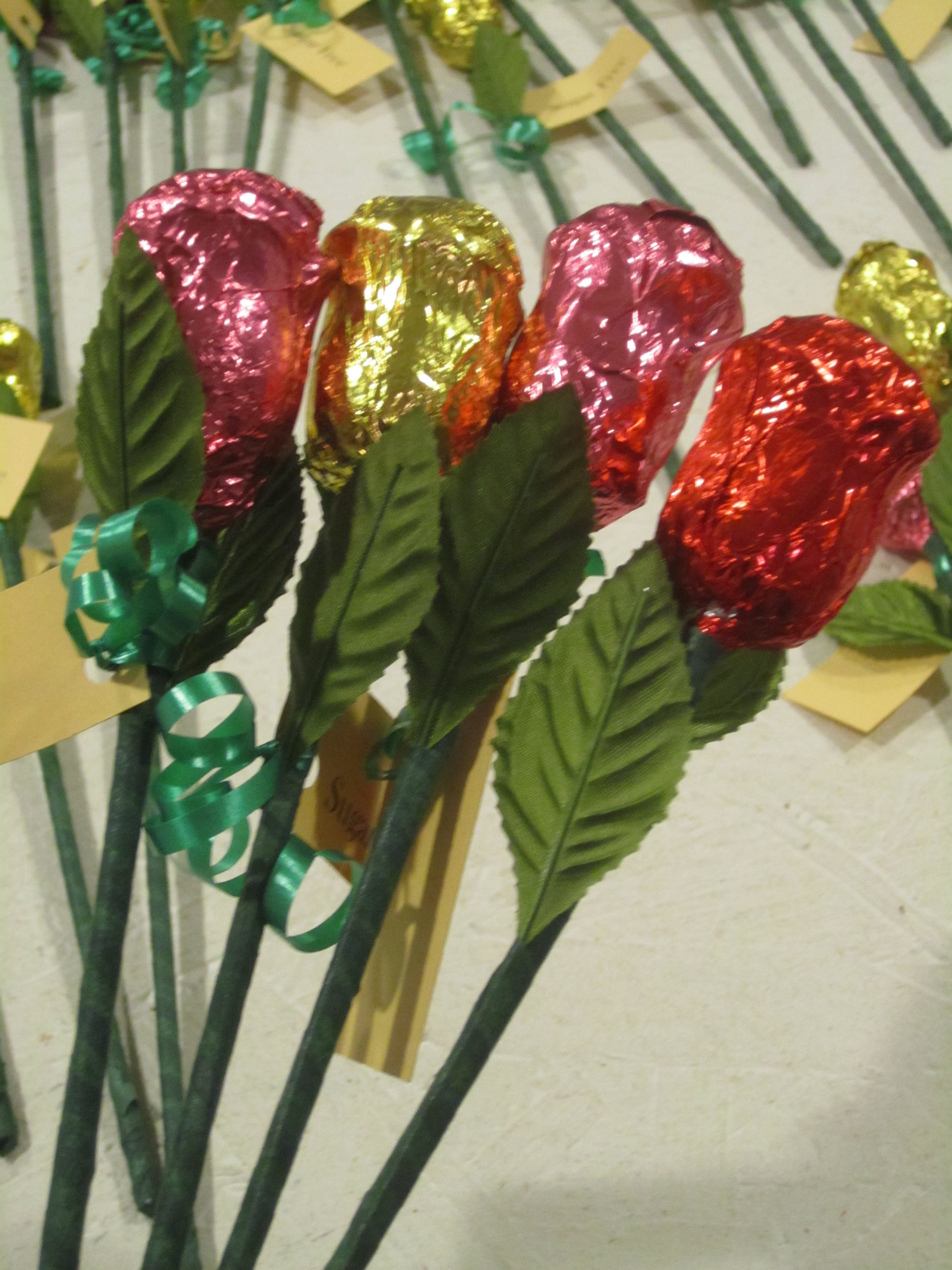 Sugar free valentines day gifts at diabetic candy milk chocolate quadruple long stem roses in red pink sugar free negle Image collections